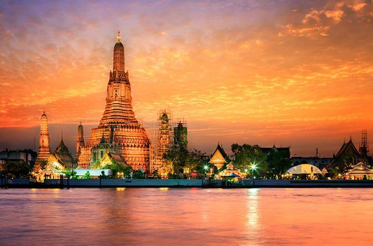 wat-arun-sunset-in-bangkok-thailand
