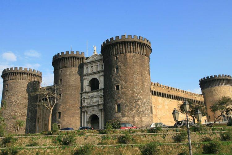 Castel-Nuovo-monument-visite-naples