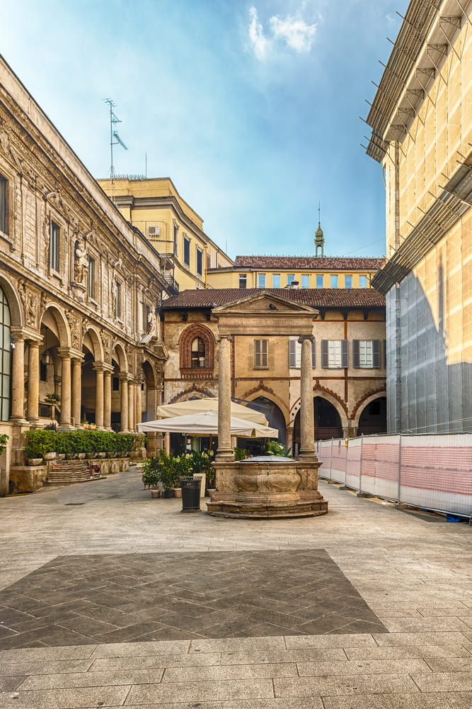 Piazza dei Mercanti-milan