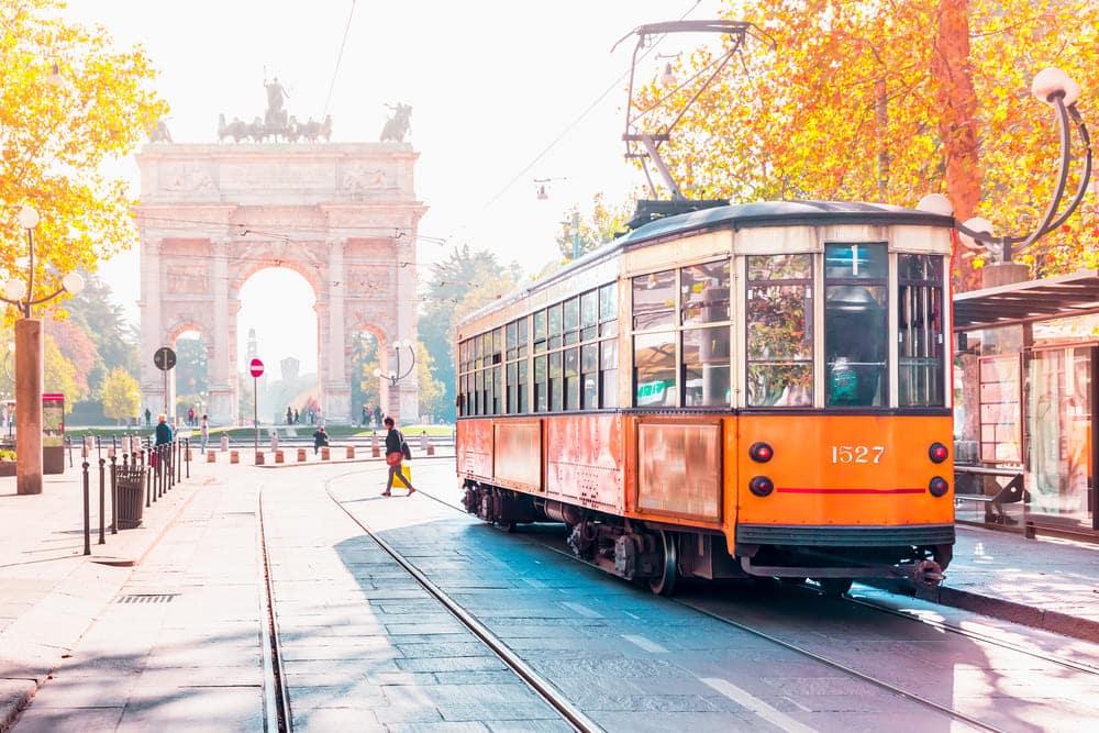 tram-orange-milan-visite