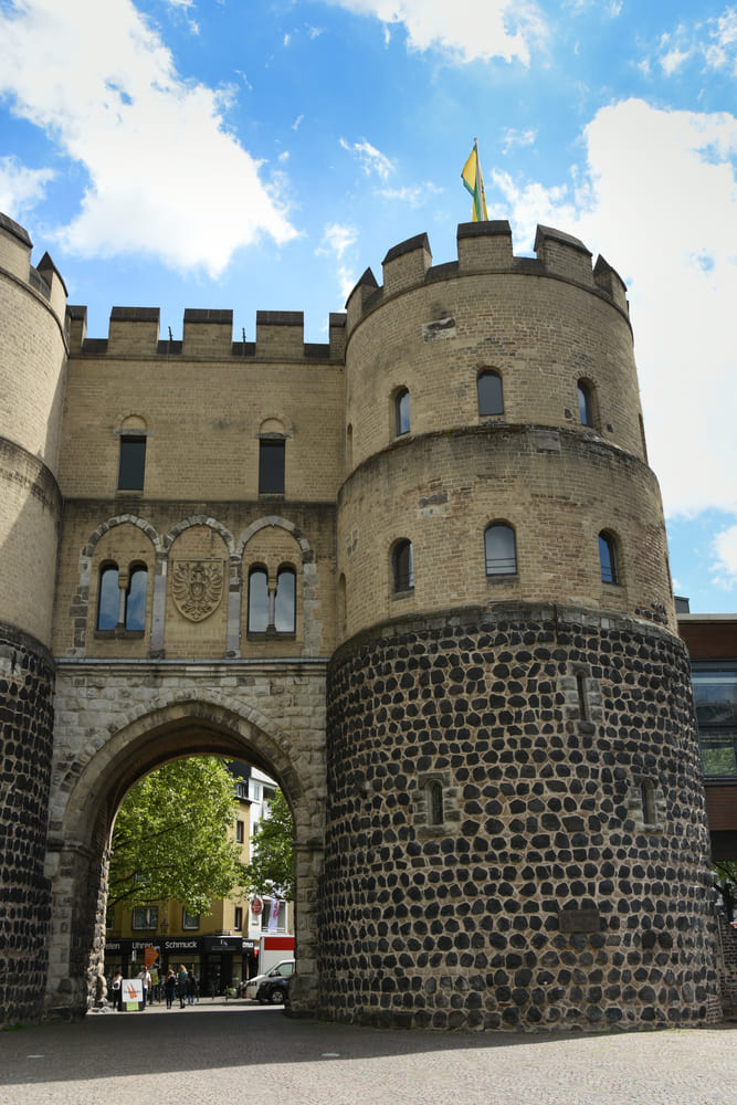 Hahnen-Gate-visite-gratuite-cologne